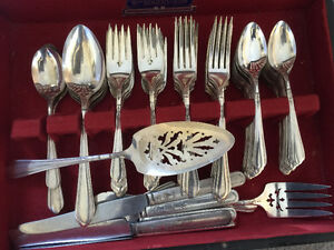 Awesome 84 Piece Oneida Community Tudor Silver SET