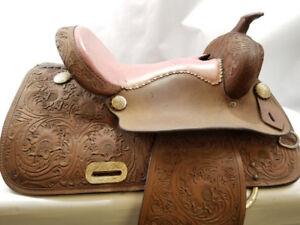 Selle pour enfant d'équitation en cuir 199.95$!