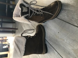 New DLG women's winter boots size 7