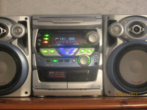 PIONEER STEREO CD AND CASSETTE PLAYER WITH A.M F.M RADIO