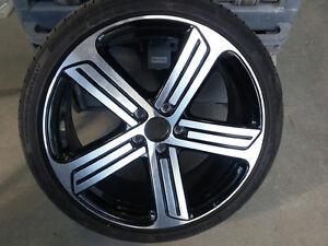 Roue en alliage et pneu