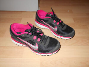 Chaussures sports NIKE