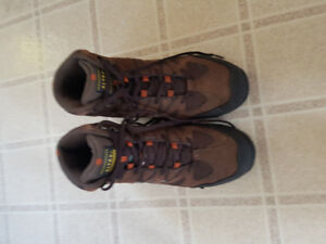 Size 10 men's steel toe boots, barely used