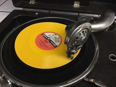 Decca Wind Up Gramophone Vintage 1930's ??? W/ Spare Needles in Great Condition.