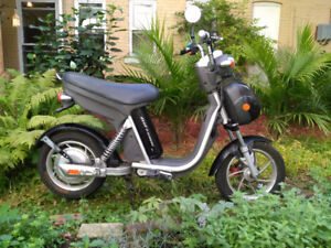 DYAD E-SCOOTER