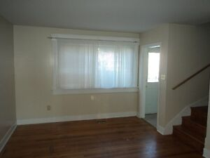 2 Bedroom Duplex-march 1st-Clean/quiet-Parking included