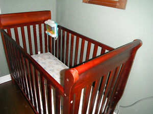 Graco wooden crib and mattress