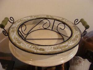 panier en fer forgé et porcelaine de couleur blanc et vert