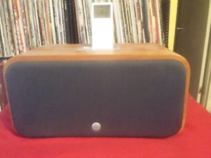 VERS IPOD/ IPHONE DOCK -fits older 32 pin Iphone & ipod .