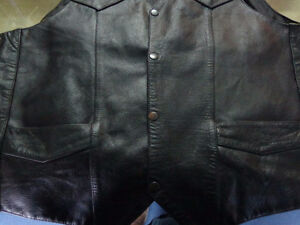 Men's leather vest in size 46- recycledgear.ca