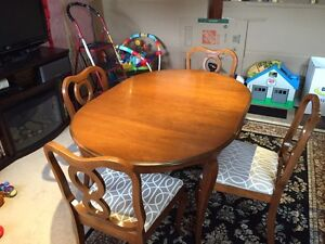 Gibbard Dining Table/Chairs