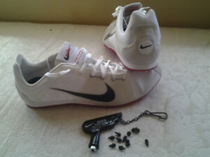 chaussure homme a crampon nike 10.5 - 11.5 à 15,00 $