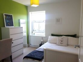 Lovely Bright Double Room set in Parkland _Mon-Fri only