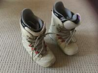 Women's snow boots and bindings size 7