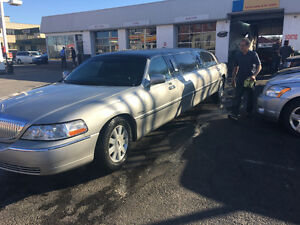 2004 Lincoln Town Car Limousine ( Krystal) sell 9k or trade