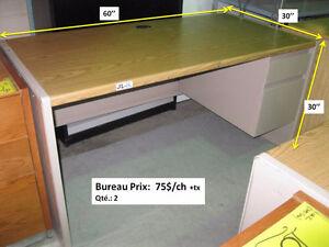 Plusieurs bureau d'ordinateur ou de travail