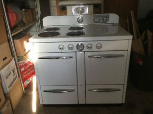 ANTIQUE  STOVE  FROM  THE 50'S