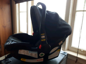 Graco Snugride 35LX click connect carseat & base