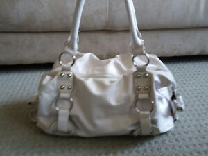 Women's white handbag shoulder bag purse London Ontario image 2