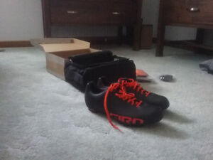 New size 42 Giro Empire VR90 mtn/cross shoes. Cleats installed.