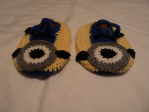 ADORABLE KNITTED SLIPPERS