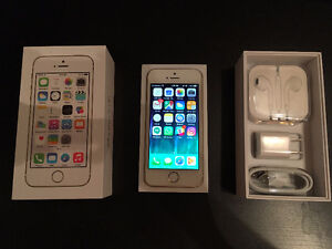 Apple iPhone 5S 16GB Gold (locked to Rogers) 10/10 condition