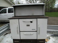 ANTIQUE WOOD COOK STOVE (PRICE REDUCED)