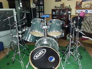 Mapex Pro M drum kit with some Hardware