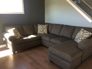 Couch - sectional w/ chaise - Pick up only