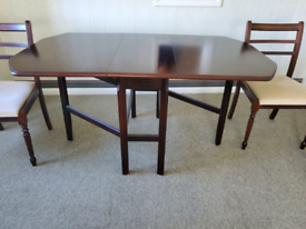 Dinning room table and chairs guc