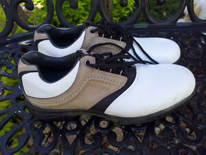 MENS 9.5 FOOTJOY SPIKED GOLF SHOES