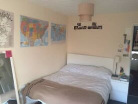 Quiet and spacious double bedroom in Finsbury park