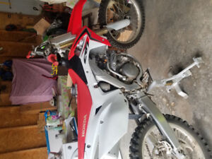 2014 crf250R low hours like new!!!