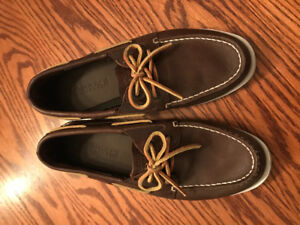 Boys Sperry shoes size 5- like new