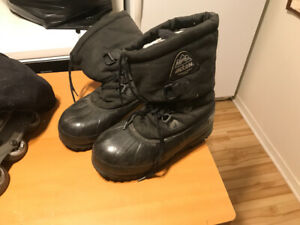 Size 11 winter boots very good quality for free