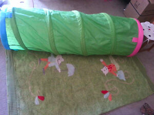 foldable tunnel with play rug