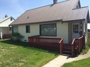 Bright clean 3 bedroom house in Kimberley