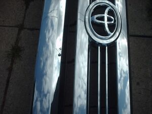 (2014 to 2017) Tundra 2 Pc front Crome Grille used