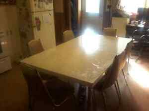 Vintage table &chairs 2 leaf f extensions Peterborough Peterborough Area image 1
