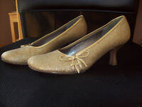 Steve Madden Pumps- $5. If pickup today!!