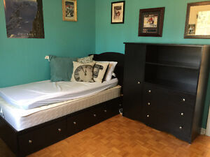 Complete bedroom set with pewter knobs West Island Greater Montréal image 2
