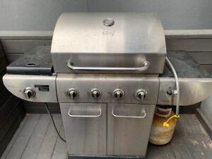 MASTER Chef E500 4-Burner Natural Gas BBQ