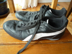men's PUMA indoor soccer shoes, or sneakers, black, size 10.5