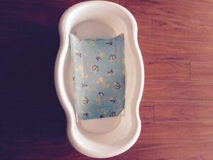 Baby bath tub - excellent condition