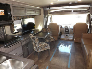2017 Winnebago Sunstar LX 30T - 3 Slideouts, Full Body Paint London Ontario image 3