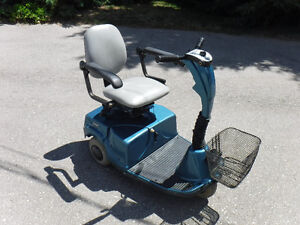 Optiway mini 3 wheel scooter has 2 brand new batteries, easy th