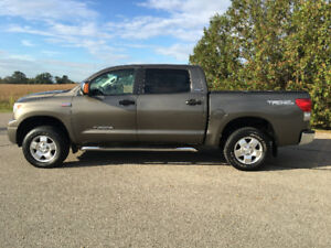 2008 Toyota Tundra TRD CREWMAX Leather 139,000 KMS 2 owner