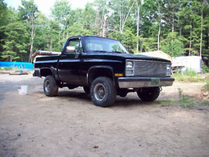 Vintage Chevy pick up 4x4