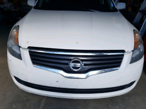 2009 Nissan altima hybrid selling the whole for parts