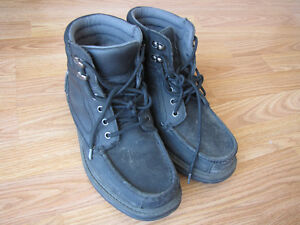 used just a little bit men boots size 9